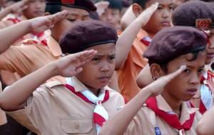 Anggota pramuka tingkat siaga mengikuti upacara di lapangan Sempur, Kota Bogor, Jabar, Kamis (14/8).