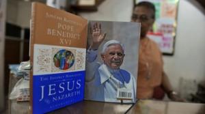 Paus dan bukunya