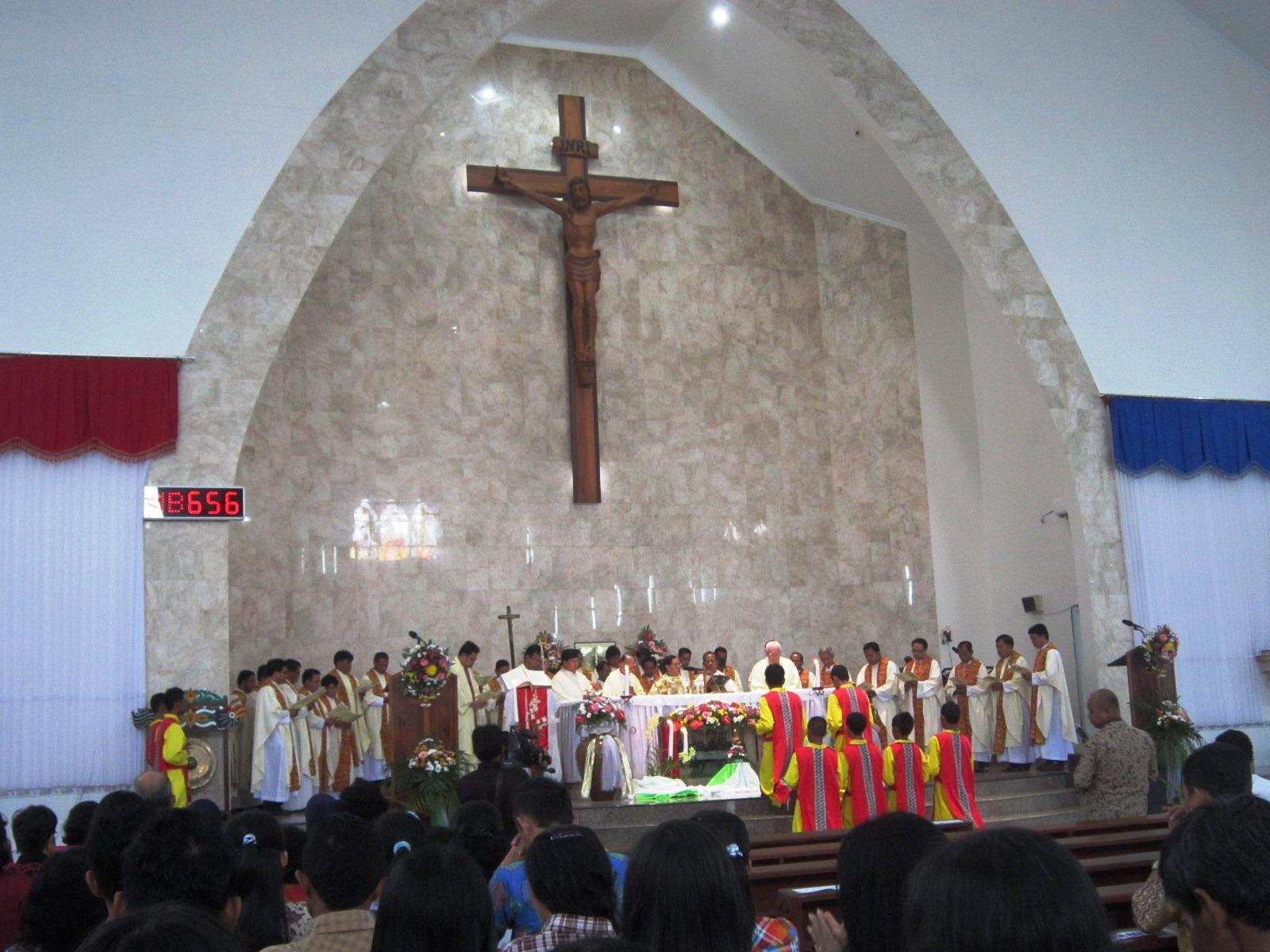misa 50 tahun katedral-3