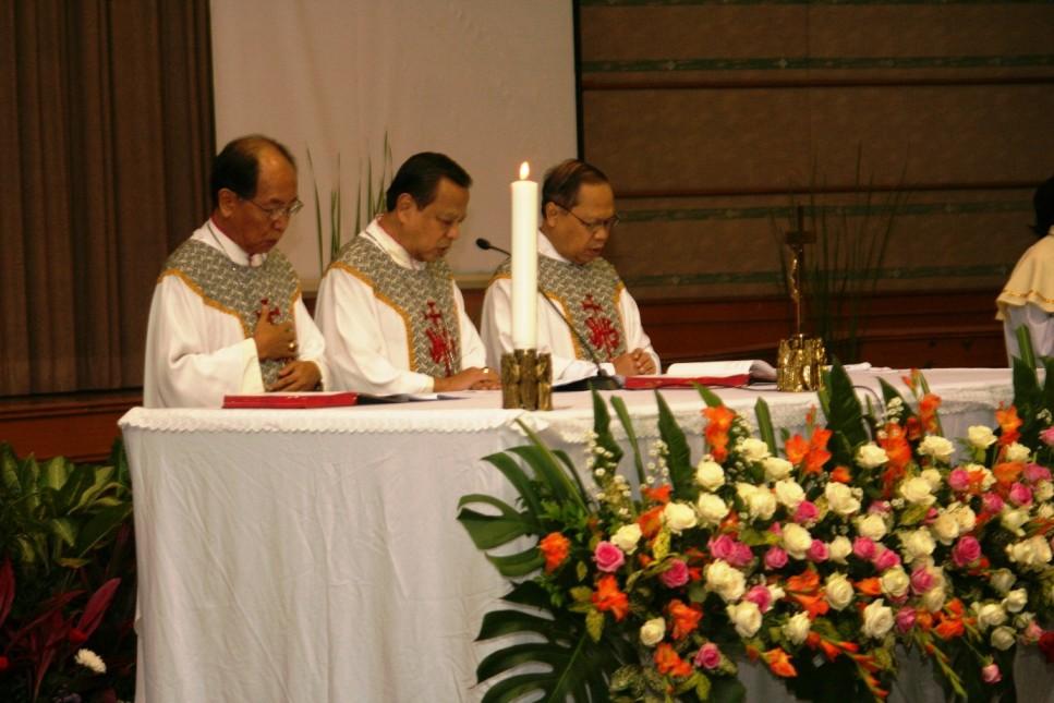 Misa 25 Tahun Yayasan Bhumiksara 3 imam