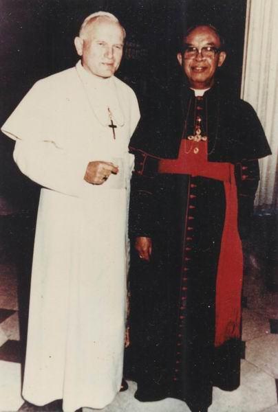 Kardinal Darmojuwono dan Paus 2