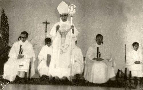 Kardinal Darmojuwono di Gereja Ignatius Magelang