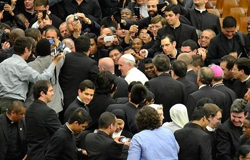Paus dan para frater by Daniel_Ibez_CNA