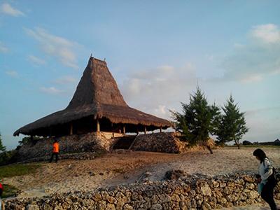 Rumah di Tepi Tebing Mandorak/ Foto: Abdi Susanto