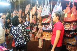 Pasar malam di sebuah sudut di Saigon