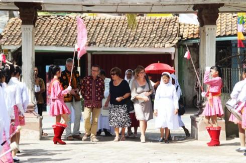 Charitas Marching Band SMP Charitas Belitang menyambut kehadiran para tamu