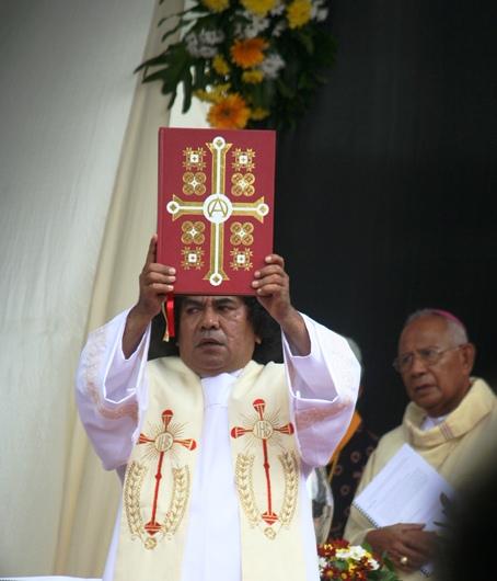 Kitab Suci dan pastor di Bangka 2