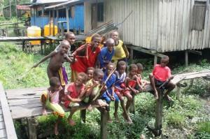 anak-anak papua di pedalaman Bandara Ewer, Agats