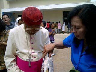 Mgr. Julianus Sunarka SJ di Paroki Pemalang2.jpg