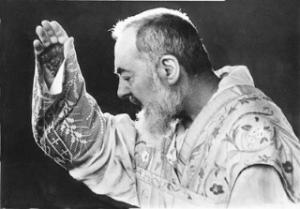 Padre-Pio-Stigmata ok