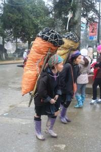 beban hidup suku minoritas di Sapa dekat perbatasan Vietnam China