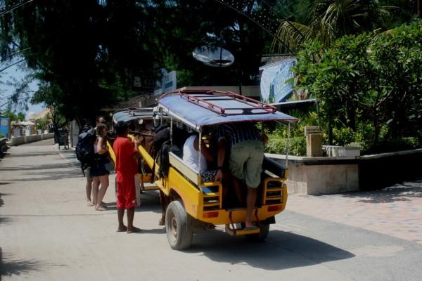 Gili Trawangan Lombok turis naik cikar