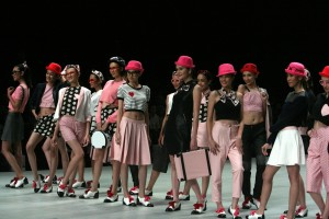 Gadis gadis centil Indonesian Fashion Week 2