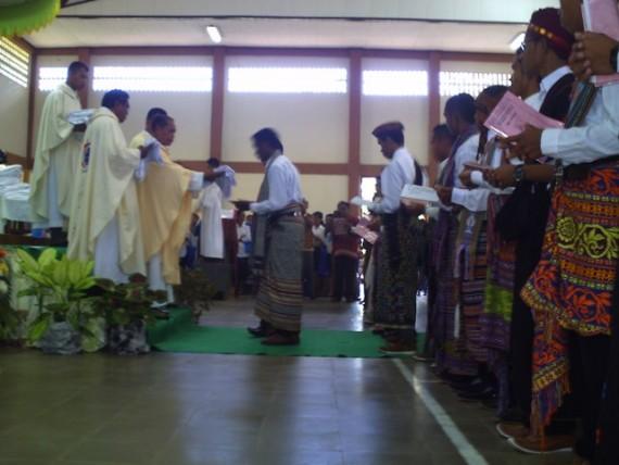 Misa Penerimaan Jubah bagi ke- 54 Frater SVD di Aula Santo   Arnoldus Jansen Nenuk, Selasa (32)(1)
