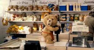 Kesibukan Ted di Minimarket yang Dikelolanya Bersama Tamy