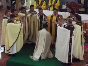 Para Imam menumpangkan tangan/ Fr. Aldo