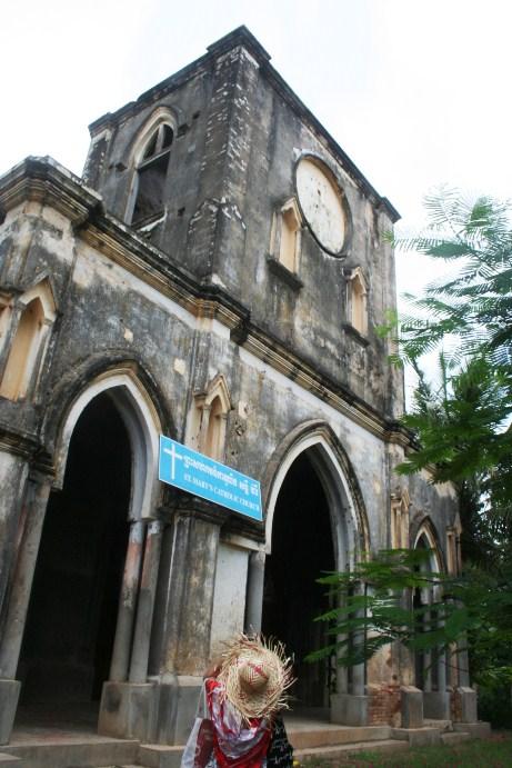 Gereja Stasi Taom di Kamboja