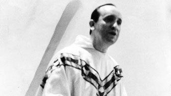 Bergoglio muda berjubah1