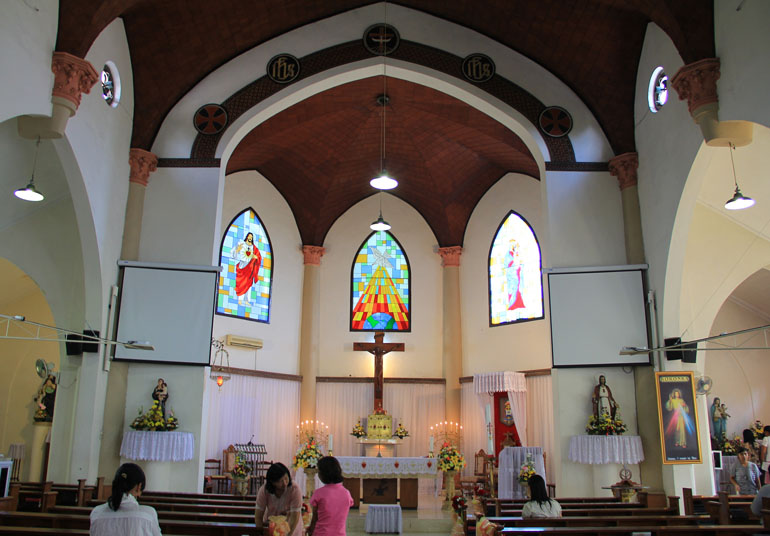 katedral makassar 2