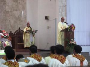 misa 50 tahun katedral-uskup