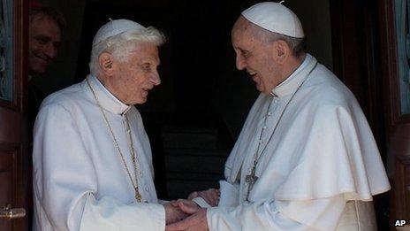 Paus Benedictus kembali ke Vatikan