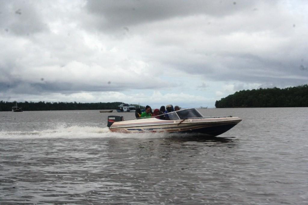 Copy of _MG_2616 speed boat keuskupan melaju kencang