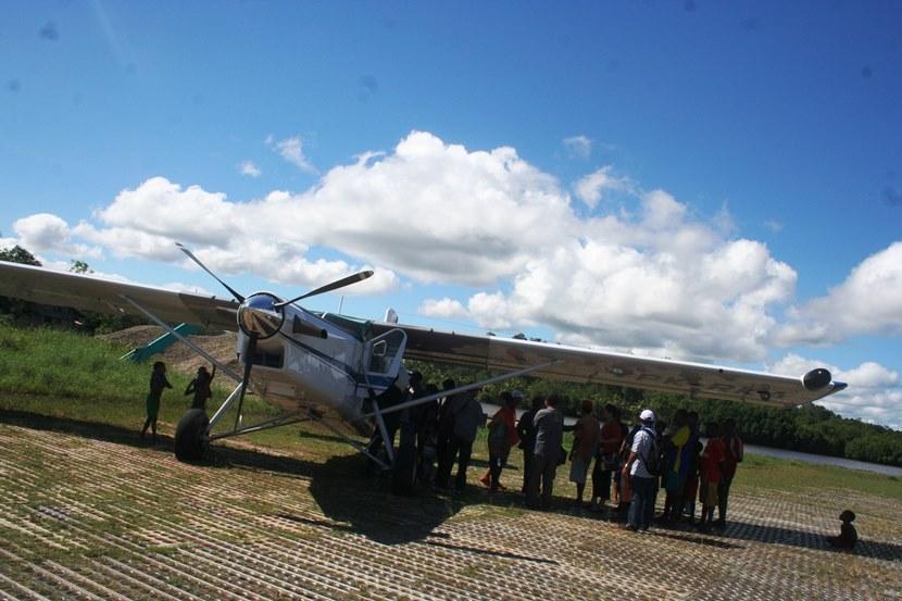 Pesawat AMA di Bandara Ewer2