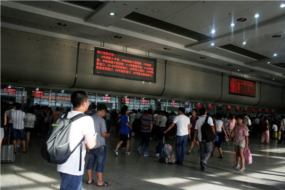 _MG_7286 Stasiun KA Hongzhou keramaian antri tiket copy