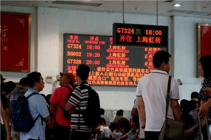 _MG_7298 Papan jadwal KA di ruang tunggu Stasiun Hongzhou - Copy