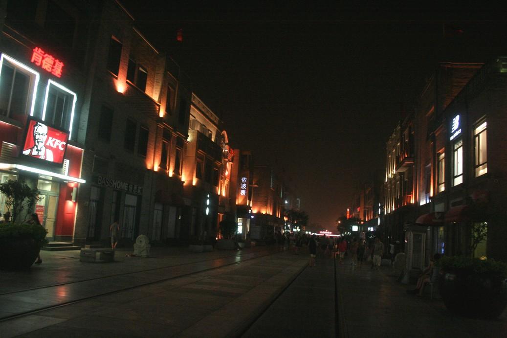 Qianmen Street bulevar malam hari email ok