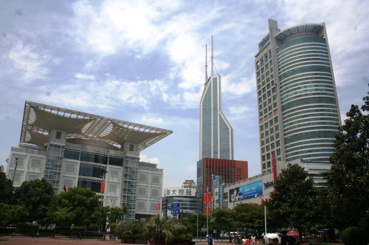Gedung bertingkat di People's Square Shanghai email