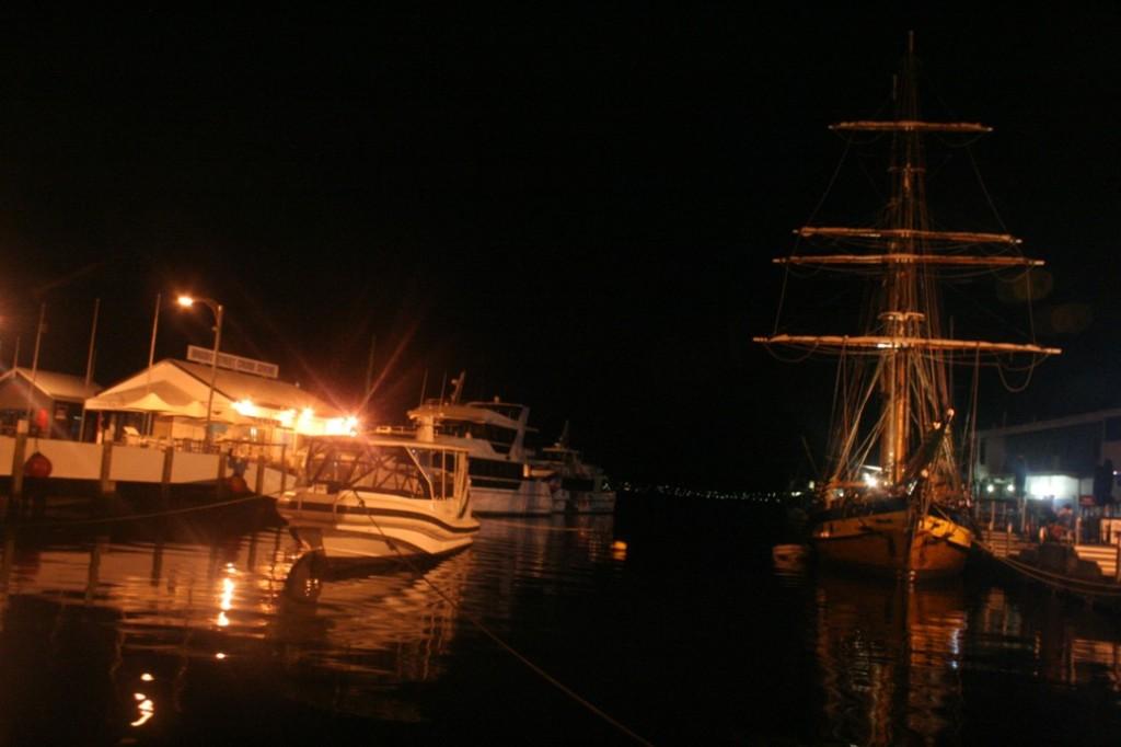 Hobart Watermans Dock malam hari 2