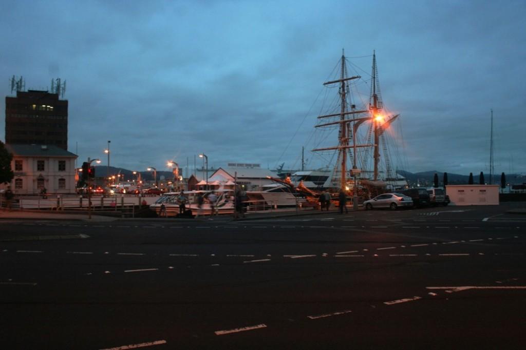 Hobart dock malam hari
