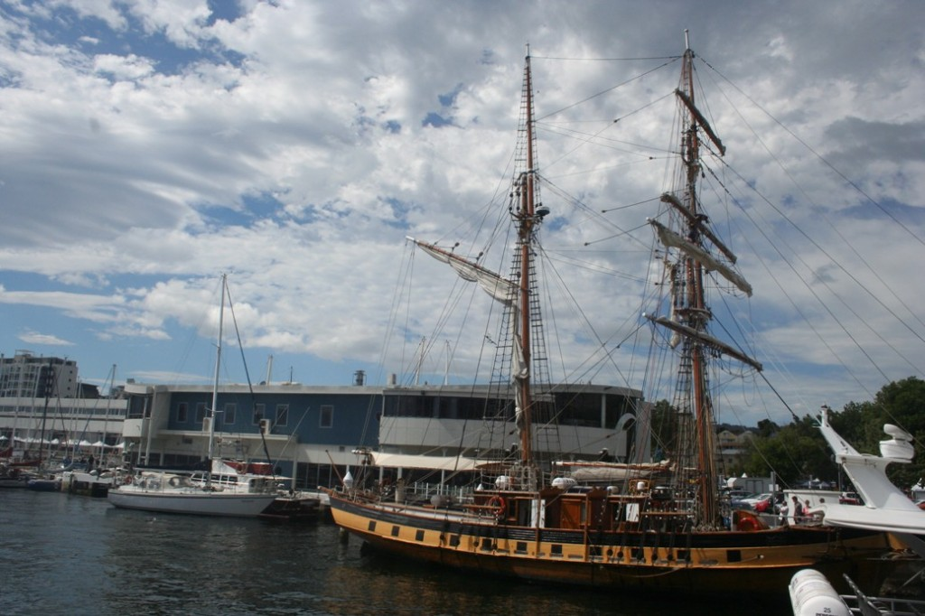 Hobart kapal layar kuning