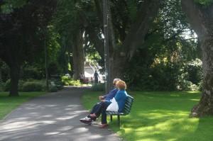 Hobart orangtua duduk di David's Park