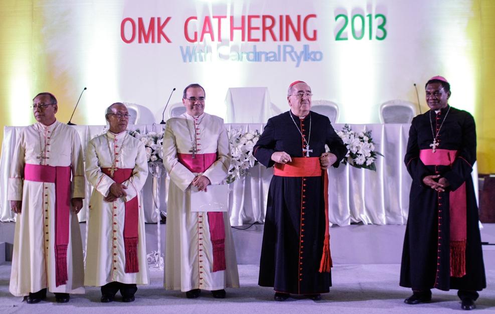 Kardinal Rylko and Indonesian Bishops in OMK Gathering 2013 edited