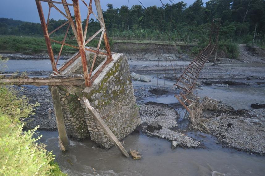 Wadas Gumantung jembatan roboh tergerus banjir email