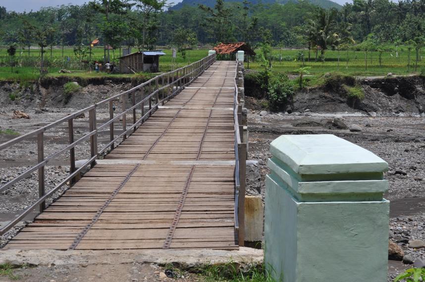 Wadas Gumantung jembatan saat masih kokoh email