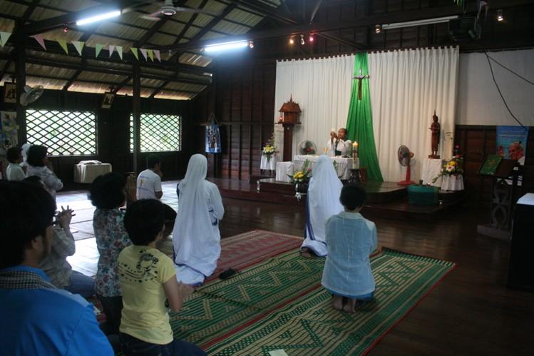 Misa pagi di Gereja Siem Reap Kamboja