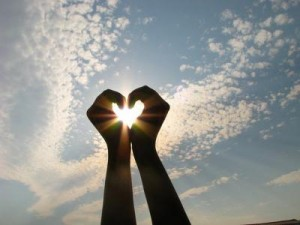 tangan mencintai