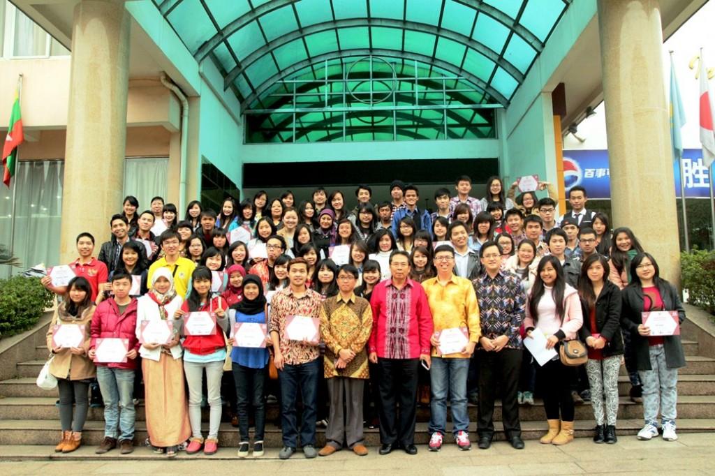 Guilin peserta seminar pose bersama