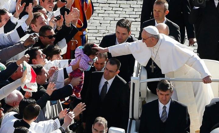 Tendresse-et-simplicite-pour-les-debuts-du-pontificat-du-pape-Francois_article_popin