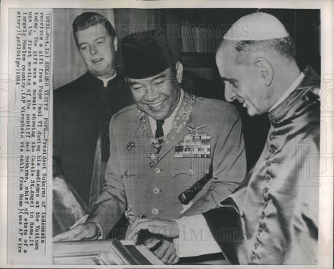 Presiden Sukarno dan Paus Paulus VI by Historic Images com