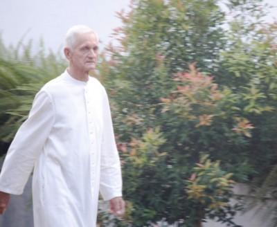 Pastor Mohr jalan