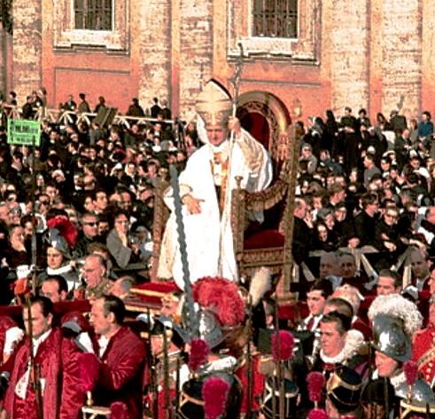 Paus Paulus VI tandu di keramaian