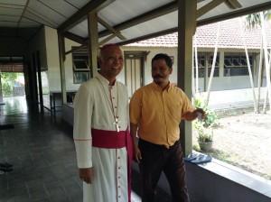 Mgr Pujasumarta dan Br. Pollycarpus FC Nandan