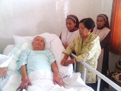 Mgr. Kartasiswoyo Pr saat terbaring sakit di RS Panti Rapih Yogyakarta (Dok. Romo Willem Pau Pr)