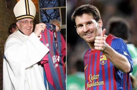 Paus Fransiskus menerima kiriman kaus dari Lionel Messi, Argentina. Photo courtesy of Before It's News.