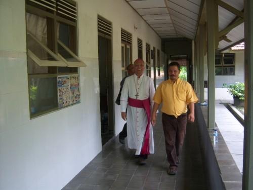 Uskup Agung Keuskupan Semarang Mgr. Johannes Pujasumarta