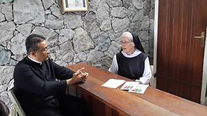 Bersama Ibu Martha E. Driscoll, OCSO di R Tamu Pertapaan Gedono/ Foto : dokpri